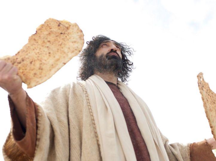 feeding-5000-jesus